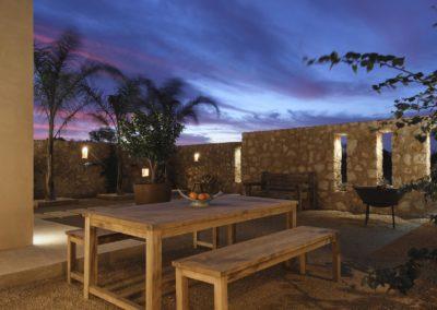 81-patio-noche